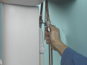 Connecting copper supply pipe tails to flexible tap connectors