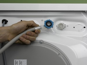 attaching supply pipe to washing machine or dishwasher