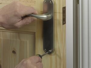 fixing door handle