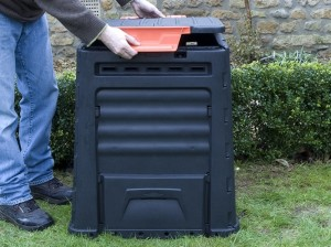 Fitting compost bin lid