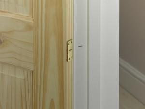 marking anchor plate position on door lining for door closer