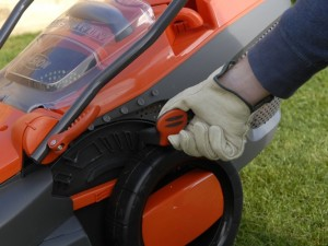 adjusting cutting depth of lawnmower