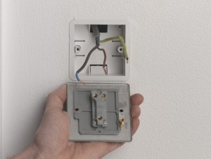 Wiring up switch for one way connection