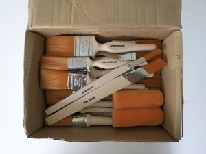 Box of Fox paint brushes