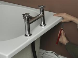 Fitting bracket for bath