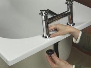 Fitting bath taps to rim of bath