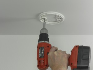 securing back plate of smoke alarm