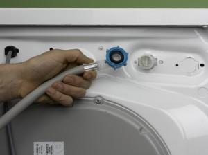 attaching supply pipe to washing machine or dishwasher