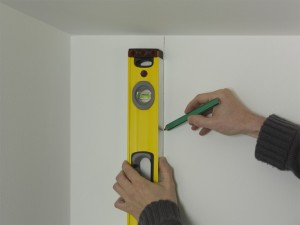 wallpapering vertical guideline