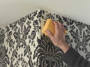 wallpaper cleaning on corner