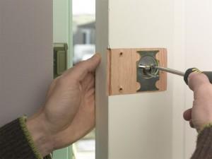 tighten retaining screws