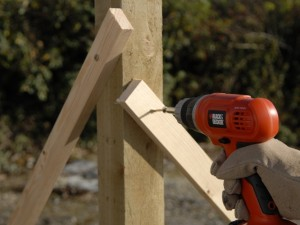 screw in battens to keep fence posts upright