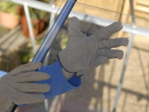 Fitting glass in greenhouse