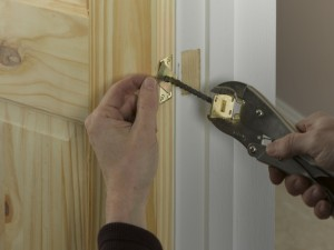 pulling anchor plate of door closer with pliers