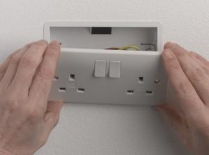 Easing socket plate forward