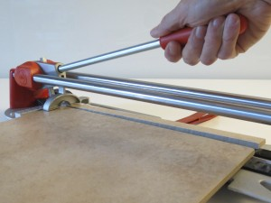 Cutting tile slivers